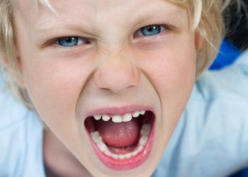 Kinder sollten auch bei Wutausbrüchen ihre Wortwahl unter Kontrolle haben. (Bild: mellevaroy/fotolia.com)