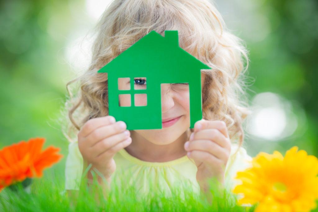 Ob Kinder bereits allein zu Hause bleiben können, hängt vom Stand ihrerer persönlichen Entwicklung ab. (Bild: Sunny studio/fotolia.com)