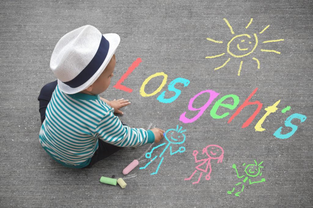 Vielen Kindern fällt der Abschied von den Eltern bei den täglichen Kindergartenbesuchen anfänglich schwer. (Bidl: motorradcbr/fotolia.com)