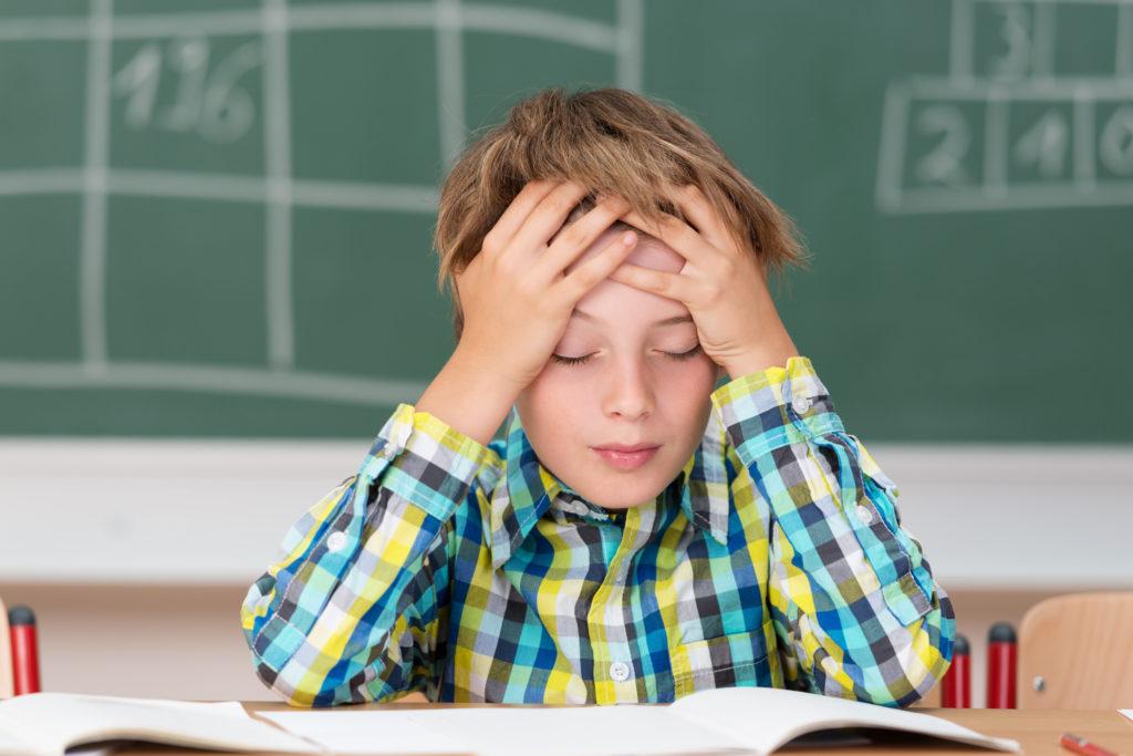 Schätzungsweise jedes zehnte Kind leidet regelmäßig an Kopfschmerzen. (Bild: contrastwerkstatt/fotolia.com