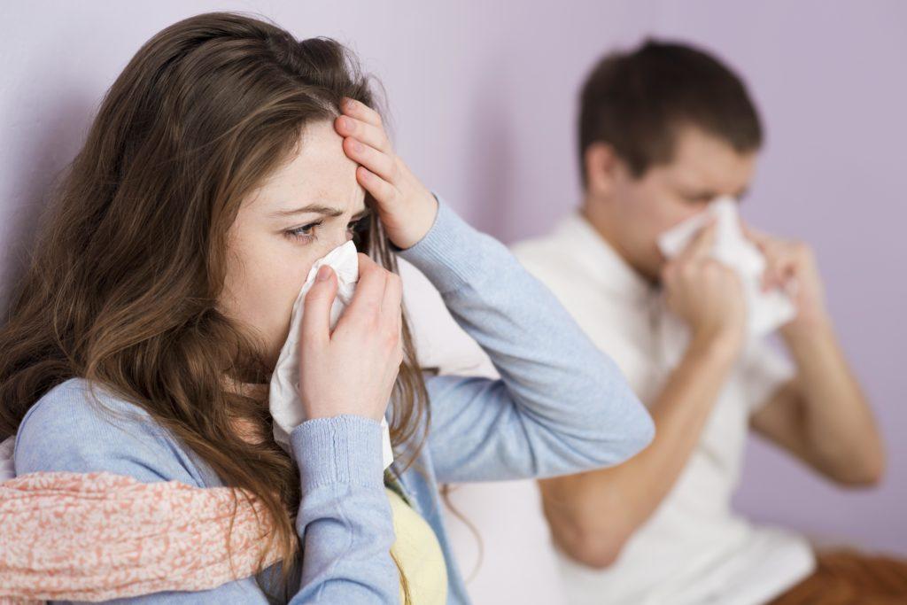 Die Fehltage aufgrund von Erkältungen sind im ersten Halbjahr 2015 drastisch gestiegen. (Bild: Halfpoint/fotolia.com)