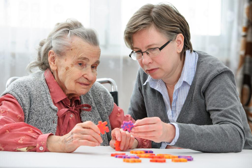 Die Pflege von Familienangehrigen ist oftmals mit erheblichen psychischen Belastungen verbunden. (Bild: Alexander Raths/fotolia.com)