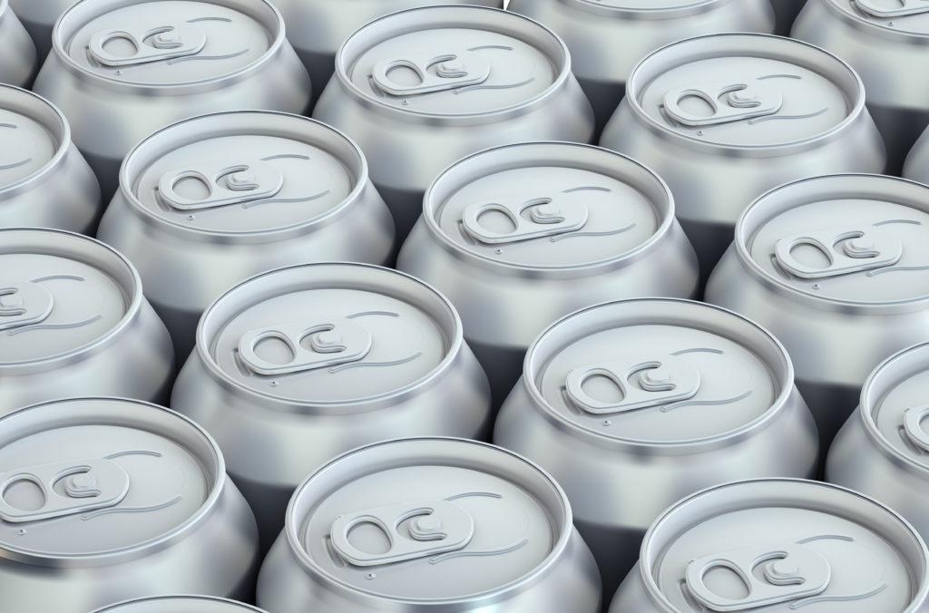 Schon eine Dose Red Bull hat deutliche Auswirkungen auf den Organismus. (BIld: alexlmx/fotolia.com)