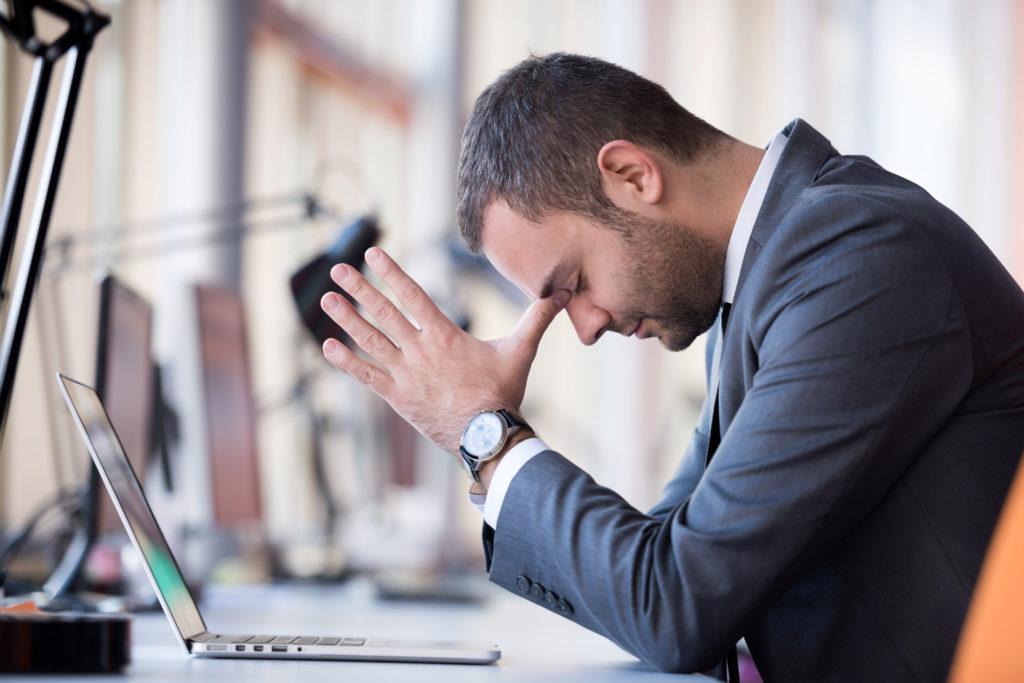 Gegen den Stress im Job können einfache Übungen helfen. (Bild: shock/fotolia.com)