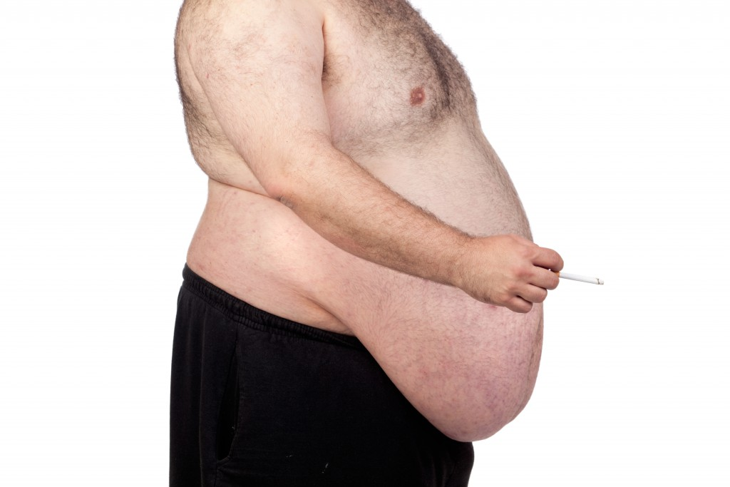Rauchen erhöht den Taillenumfang. (Bild: Gelpi/fotolia.com)