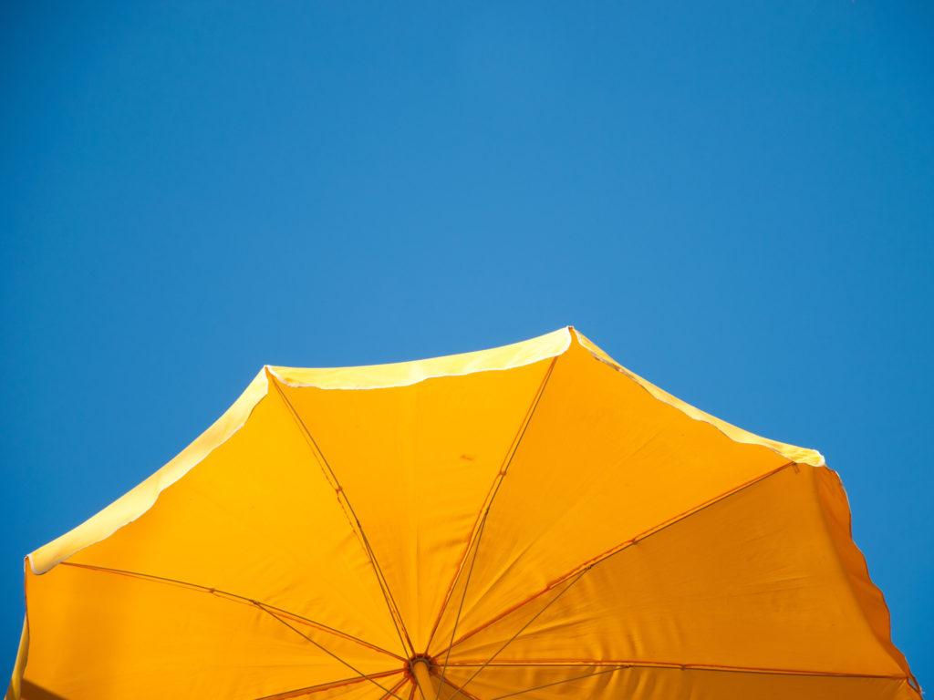 Dem Wetterbericht sollen nach Vorstellungen der Hautärzte künftig ein UV-Licht-Index beigefügt werden. (Bild: the_builder/fotolia.com)
