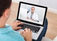DIe Techniker Kankenkassen erprobt den EInsatz der Online-Sprechstunde. (Bild: Andrey Popov/fotolia.com)