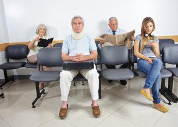 Die Wartezeiten beim Arzt haben in der Vergangenheit bereits vielfach für Diskussionen gesorgt. (Bild: Robert Kneschke/fotolia.com)