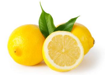 Der Saft aus Zitronen könnte sich als Desinfektionsmittel gegen Noroviren eignen. (Bild: alexlukin/fotolia.com)