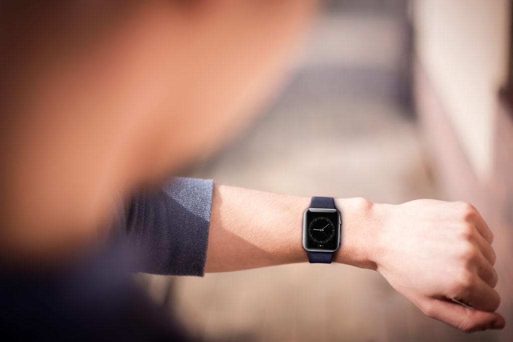 Krankenkasse finanziert Apple Watch. Bild: guteksk7 - fotolia