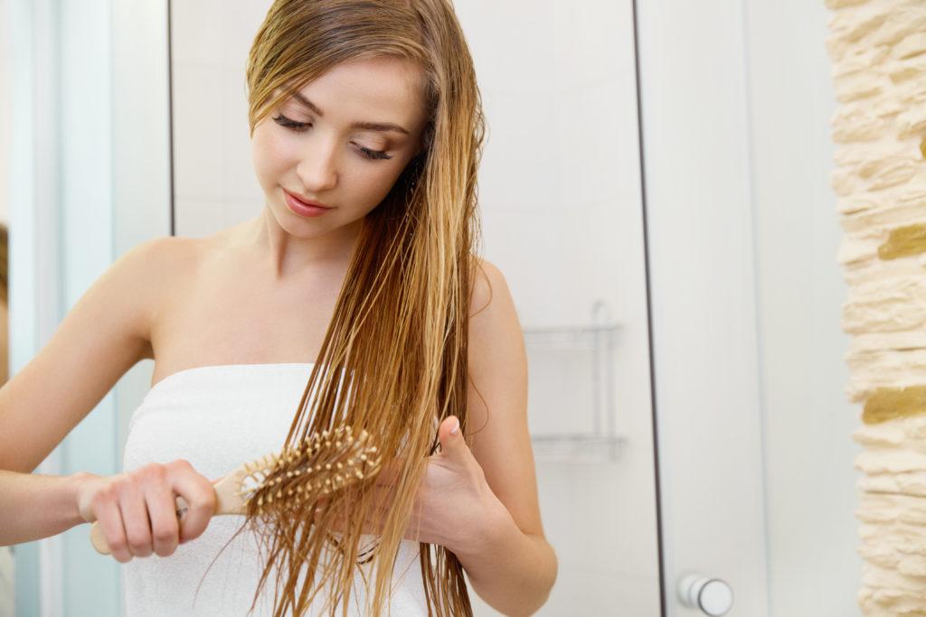 Rausgehen und nasse Haare: Macht das krank? Bild: puhhha - fotolia