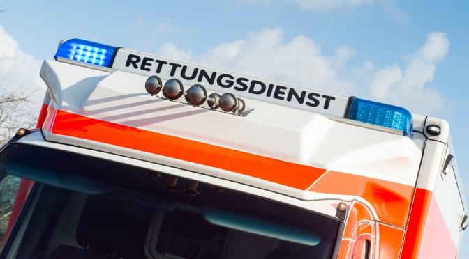 Vorderansicht eines Rettungsdienst-Fahrzeugs