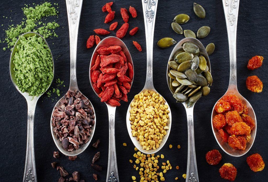 Zu den exotischen Superfoods gibt es ebenbürtige Alternative, die gleiche Effekte versprechen. Bild: baibaz - fotolia