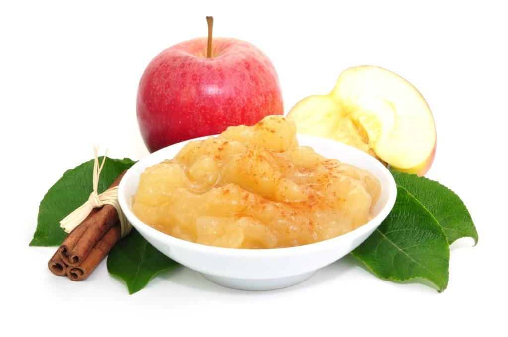 Apfelmus lässt sich mit verschiedenen Zutaten verfeinern. (Bild: photocrew/fotolia.com)
