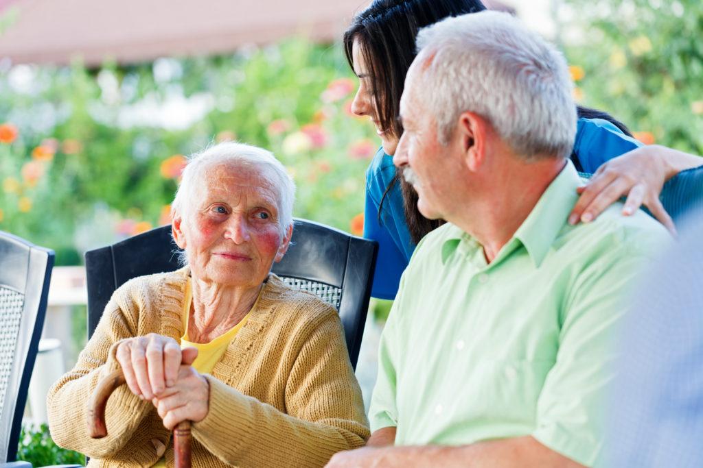 """Bei der Kommunikation mit Demenzkranken sollte """"Babysprache"""" vermieden werden. (Bild: Sandor Kacso/fotolia.com)"""