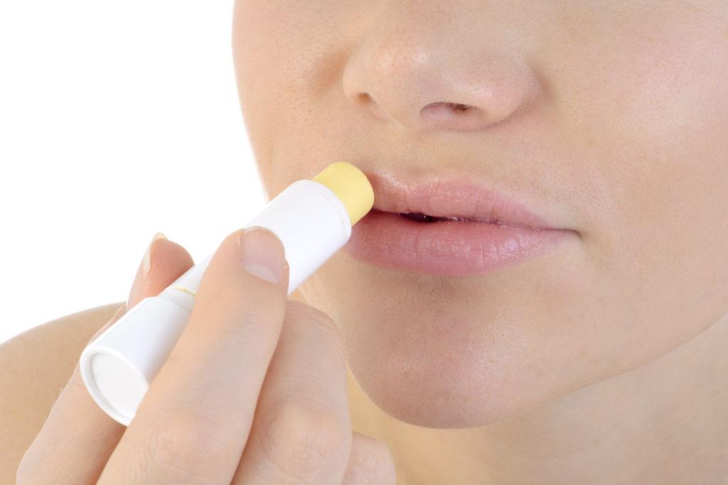 Lippenpflegestifte bringen einen Gewöhnungseffekt mit sich. (Bild: Dan Race/fotolia.com)