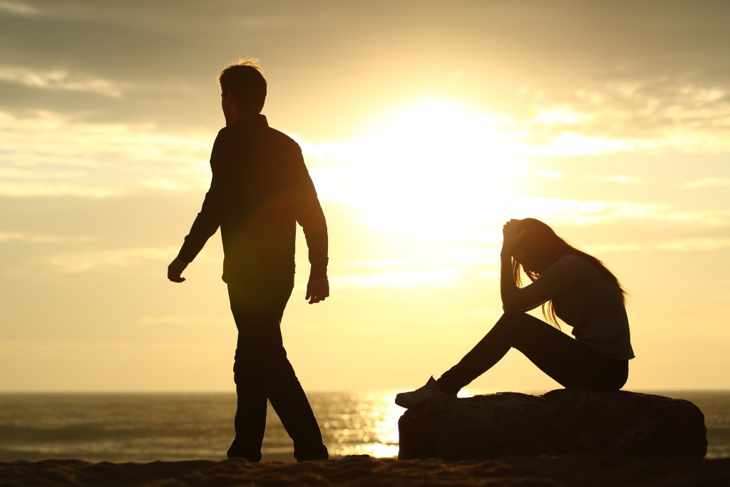 Beziehungen mit narzisstisch Gestörten sind für die Partnerinnen beziehungsweise oft sehr belastend. (Bild: Antonioguillem/fotolia.com)