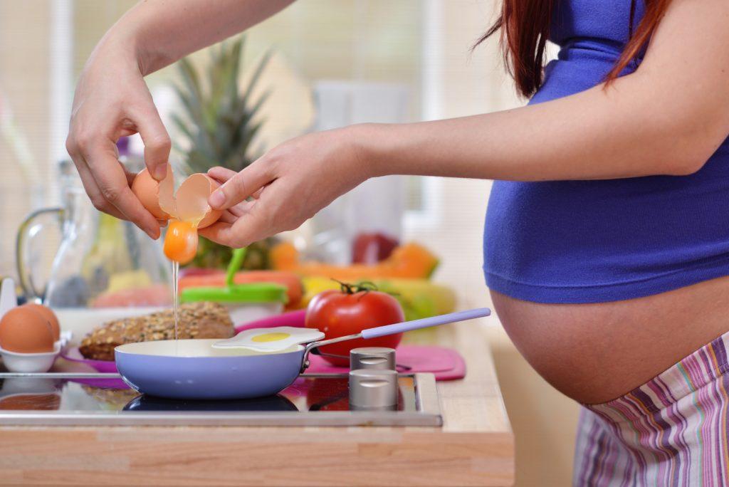 Während der Schwangerschat änder sich er Appetit der meisten Frauen erheblich. (Bild: Foton/fotolia.com)