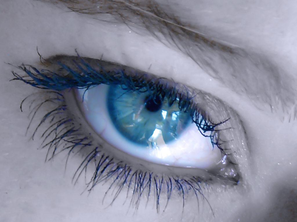 Sehstörungen und Augenschmerzen führen viele MS-Patienten zunächst zum Augenarzt. (Bild: Swetlana Wall/fotolia.com)