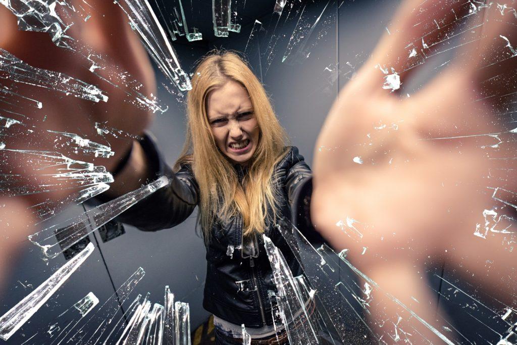 Ein wesentliches Merkmal ist Aggressivität, die oft ungebremst ausbricht. Bild: Davis-fotolia
