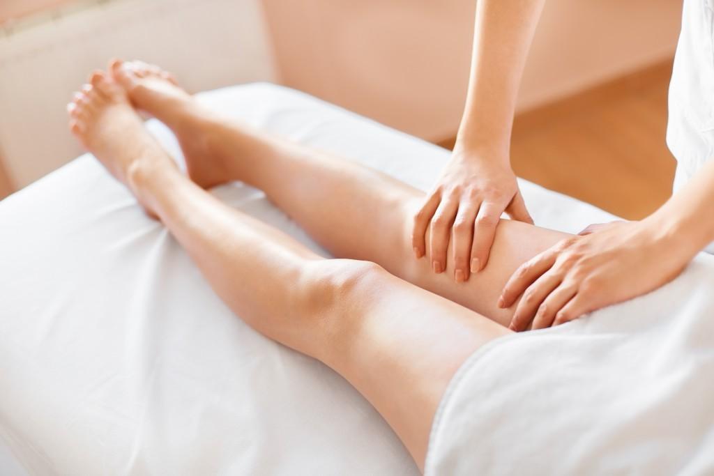 Massagen lindern Dellen in der Haut. Bild: puhhha - fotolia