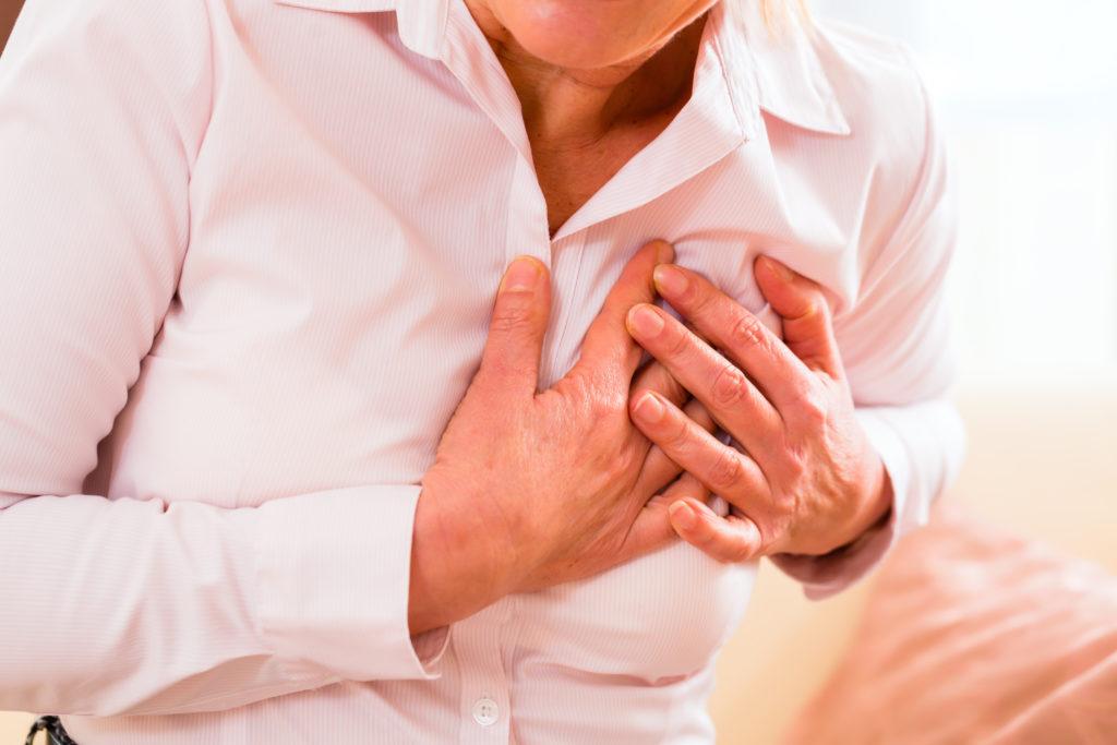 Frauen haben andere Beschwerden als Männer bei einem Herzinfarkt. Bild: Kzenon - fotolia