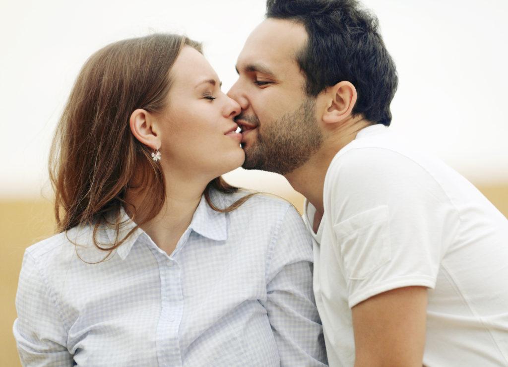 Küssen hält gesund. Bild: Asia Yakushevich - fotolia
