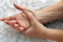 Langsame Bewegungsabläufe sind erste Hinweise auf Parkinson. Bild: Astrid Gast - fotolia