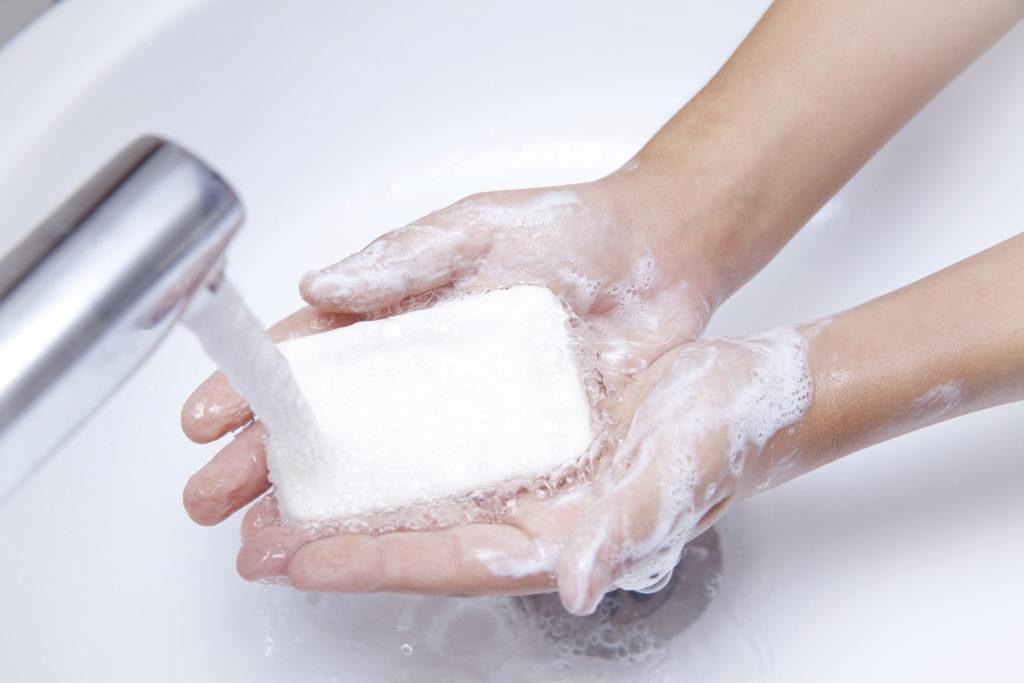 Antibakterielle Seife ist überflüssig und sogar schädlich. Bild: ellisia - fotolia