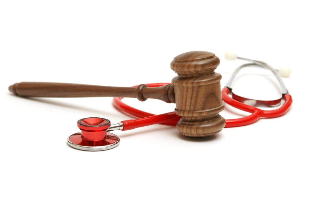 Prozess gegen Arzt nach tödlicher Bandscheiben-OP- (Bild: Matthew Benoit/fotolia.com)