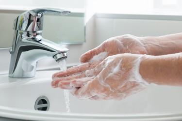 Der Tag des Händewaschens soll an die richtige Hygiene erinnern. (Bild: Alexander Raths/fotolia.com)