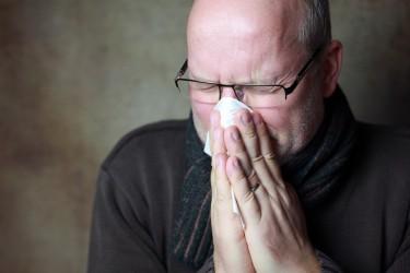 Erkältungen gehen oft mit Heiserkeit einher. (Bild: Jana Behr/fotolia.com)