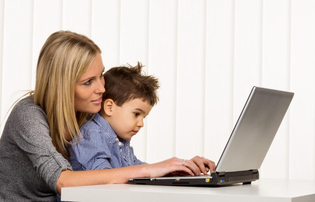 Die Vereinbarkeit von Beruf und Kinder ist oftmals nicht gegeben. (Bild: Gina Sanders/fotolia.com)