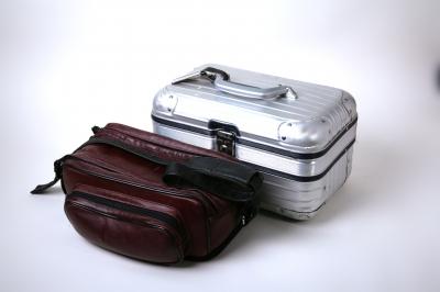 Medikamente gehören bei Flugreisen ins Handgepäck. (Bild: Rainer Sturm /pixelio.de)
