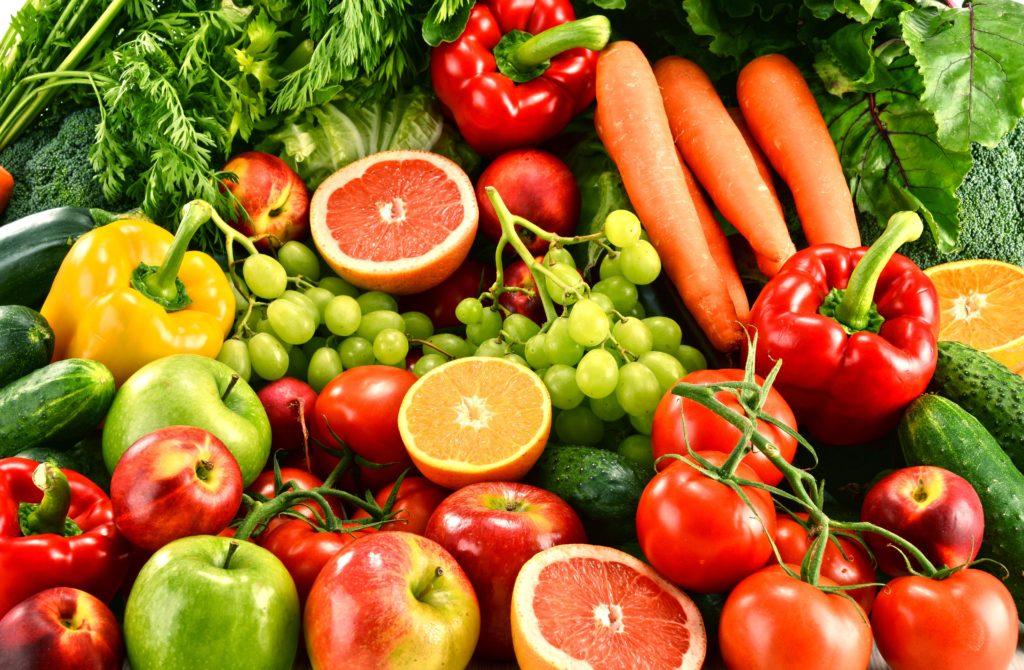 Eine Ernährung mit viel Obst und Gemüse in der Kindheit schützt die Gesundheit ein Leben lang. (Bild: monticellllo/fotolia.com)