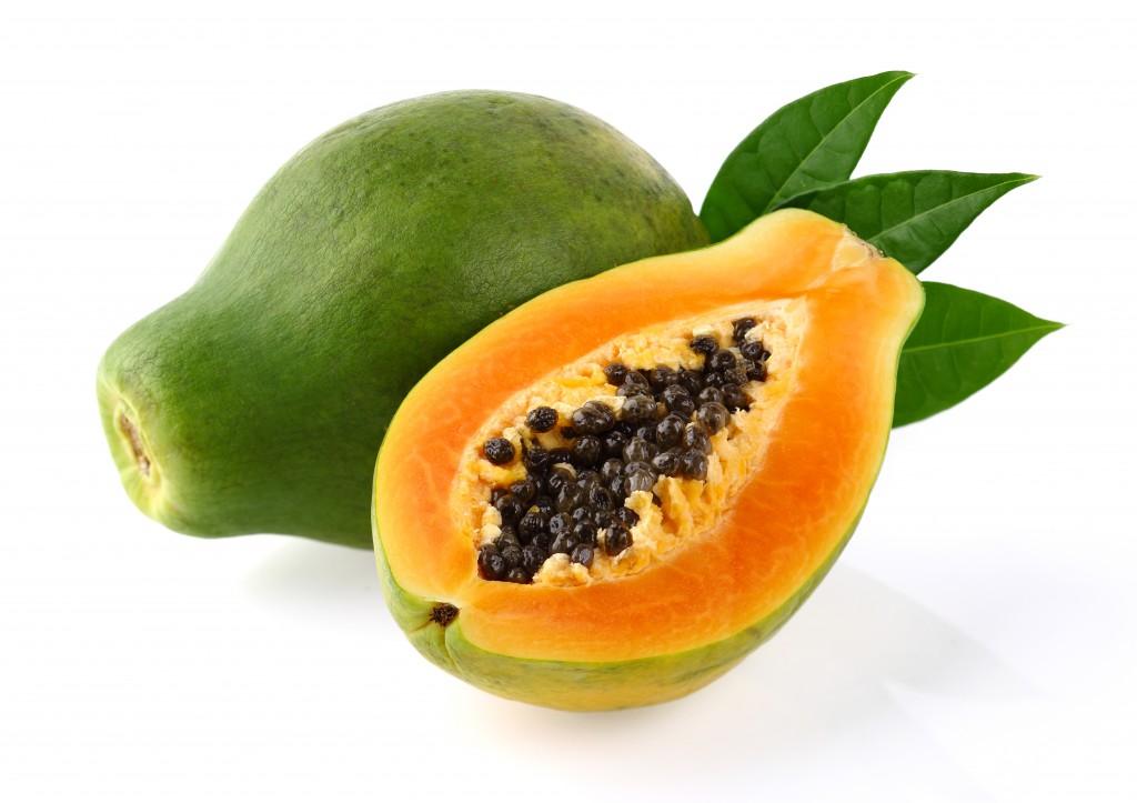 Sowohl das Fruchtfleisch als auch die Kerne der Papaya wirken Wurminfektionen entgegen. (BIld: Dionisvera/fotolia.com)