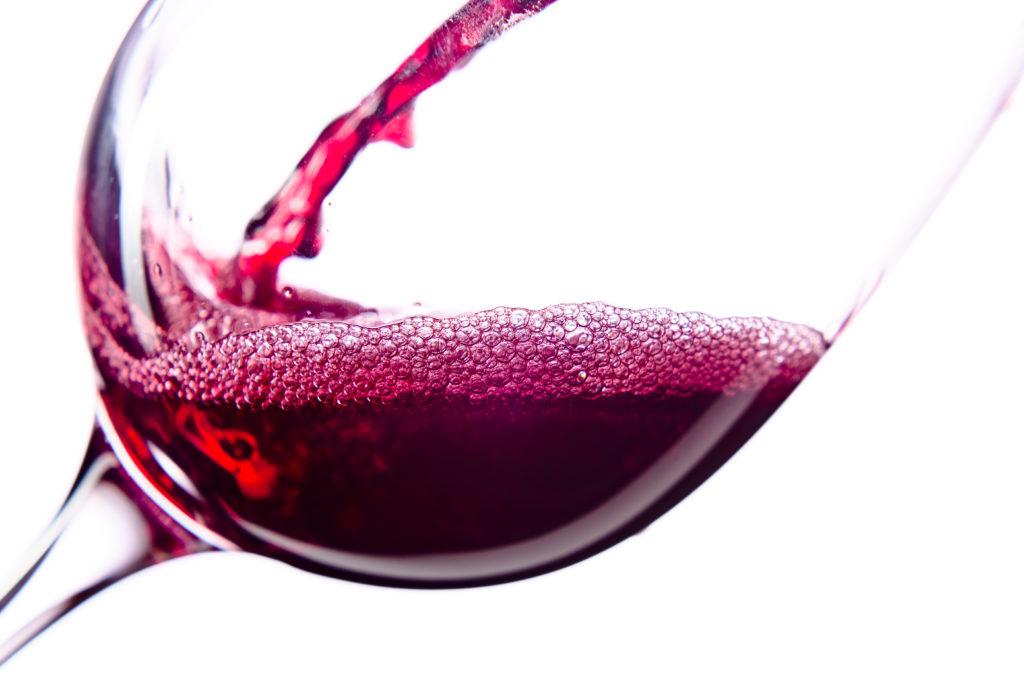 Rotwein verbessert die Blutfettwerte bei Diabetes Typ II. (Bild: Igor Normann/fotolia.com)