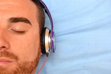 Die richtige Methode kann das Lernen von Vokabeln im Schlaf ermöglichen.  (Bild: chandlervid85/fotolia.com)