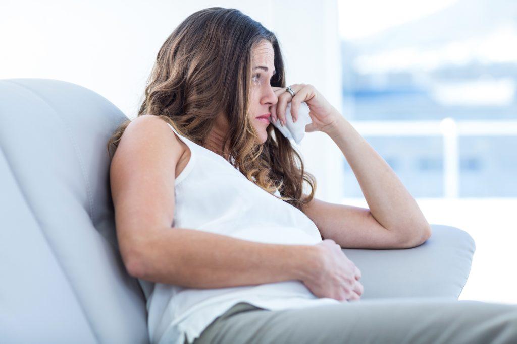 Viele Frauen entwickeln während der Schwangerschaft oder nach der Geburt des Kindes eine Depression. (Bild: WavebreakmediaMicro/fotolia.com)