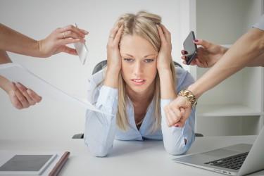 Überforderung im Job und der hiermit verbundene Stress können die Gesundheit gefährden. (Bild: Kaspars Grinvalds/fotolia.com)