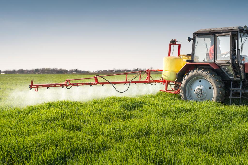 Bioland fordert ein Verbot besonders gefährlicher Agrargiftstoffe. (Bild: Dusan Kostic/fotolia.com)