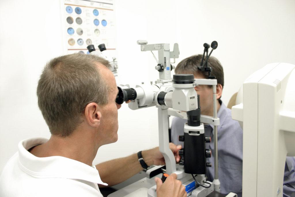 Ab dem 40. Lebensjahr sollten regelmäßige Augenuntersuchungen stattfinden. Bild: stefan_weis - fotolia