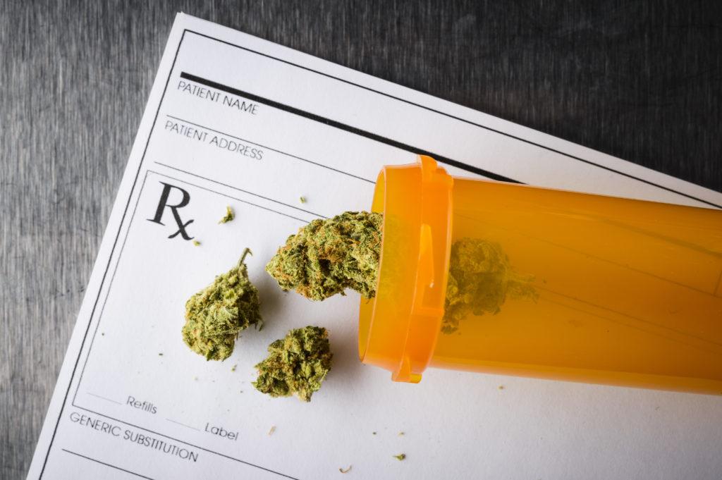 Apotheke stellt Forderungskatalog für einen Verkauf von medizinischem Cannabis in Apotheken auf. Bild: goodmanphoto - fotolia