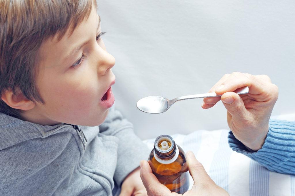 Hustensaft mit Codein wird für Kinder und Jugendliche verboten. Bild: photophonie - fotolia