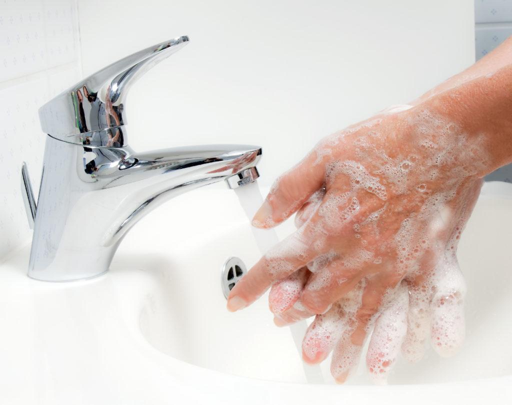 Händewaschen schützt vor Infektionen. Bild: Gina Sanders - fotolia