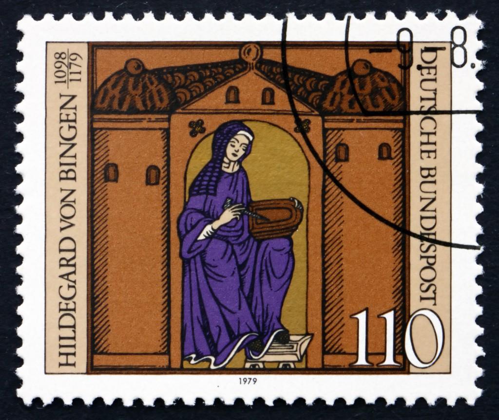 Hildegard von Bingen auf einer in Deutschland erschienen Postkarte (1979). Bild: laufer - fotolia