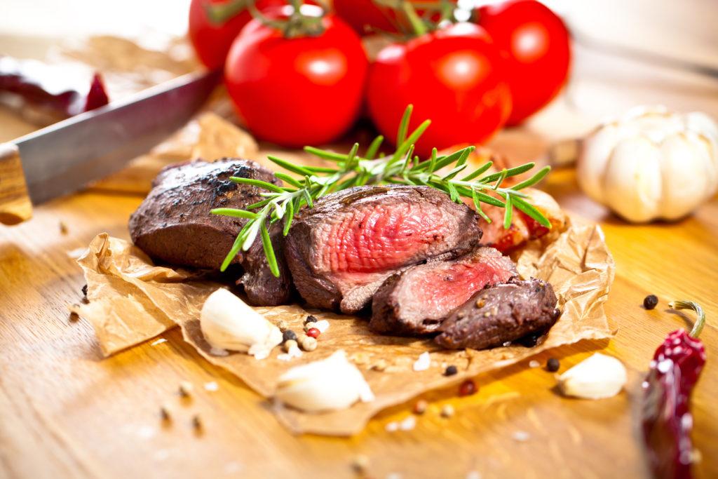 Wildfleisch schnell verarbeiten. Bild: Karepa - fotolia