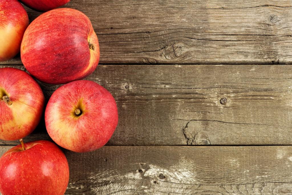 Täglich zwei Äpfel halten gesund. Bild: Jenifoto -fotolia