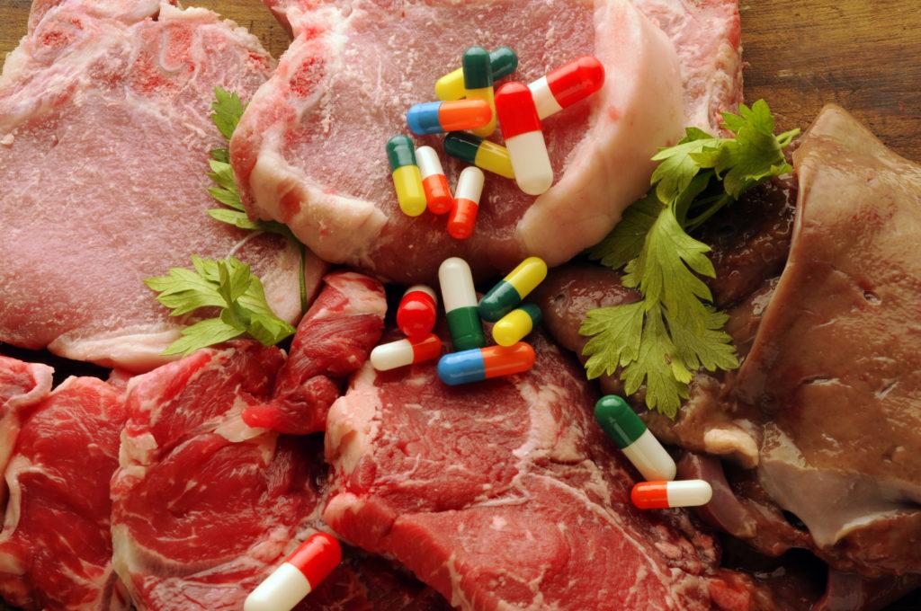Der Einsatz von Antibiotika in der Tierhaltun stellt eine erhebliches Risiko für die Gesundheit von Kindern dar. (Bild: Comugnero Silvana/fotolia.com)