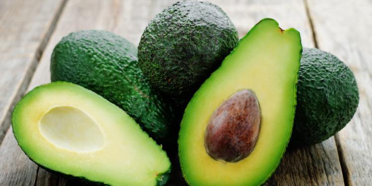 Avocados mit Kern